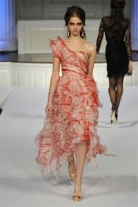 oscar-de-la-renta-pre-fall-2010-one-shoulder-layered-dress-profile